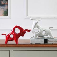 家居饰品婚房摆设装饰电视柜摆件结婚礼物创意陶瓷摆件红白斗牛